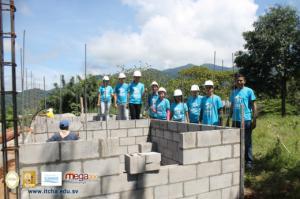 Construcción de viviendas en comunidades de Chalatenango